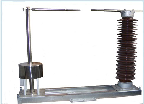 其它变压器的中性点接地只在该变压器操作时接地(带有接地刀闸),以